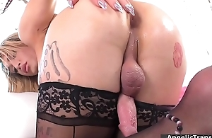 Curvy shemale Jazling Perez toying ass