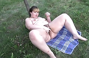 Thick ecumenical masturbates outdoors
